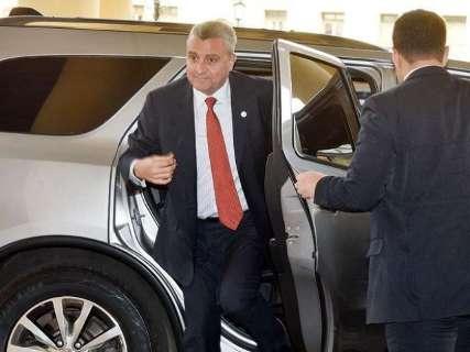 Ministro paraguaio dá explicações no Senado sobre resgate de traficante
