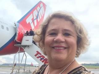 Selfie tirada por Maria Aparecida em um dos embarques (Foto: Facebook/Reprodução)