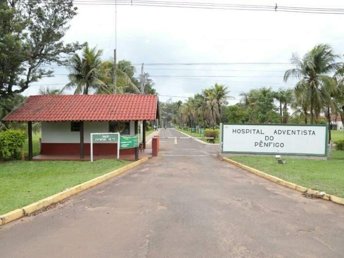 Fachada da matriz, localizada na avenida Gunter Hans (Foto: Fernando Antunes)