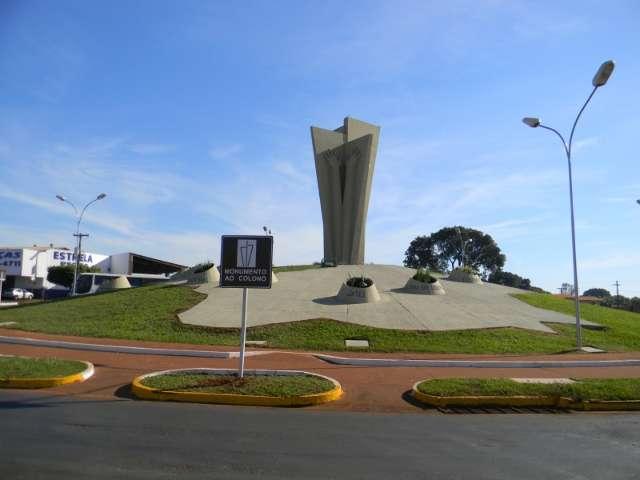"""Chamado """"Mão do Braz"""", monumento é homenagem aos colonos"""