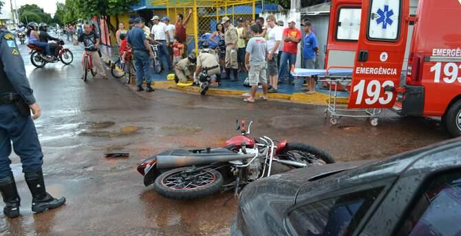 Acidente aconteceu em um cruzamento. (Foto: Maikon Leal)