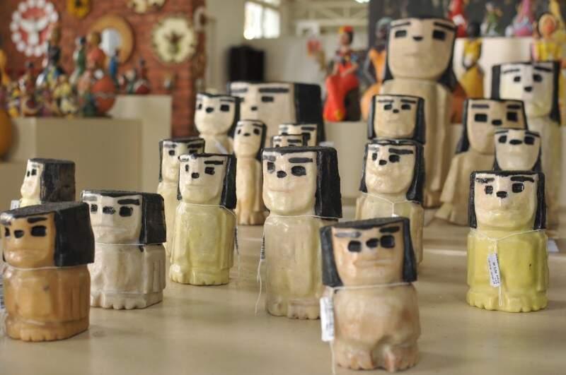 Trabalhos do artesão Mariano Antunes; peça semelhante foi enviada ao presidente Michel Temer (Foto: Alcides Neto)