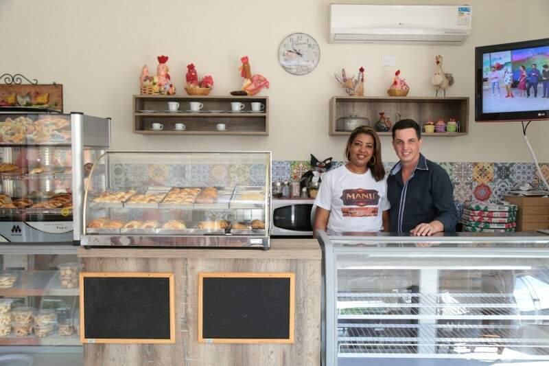 Manu e o esposo João Francisco Medeiros, no bairro Coronel Antonino.