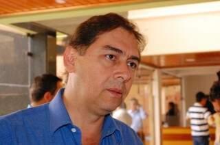 Bernal se recusa a receber nofificação da Câmara (Foto: Paulo Francis)