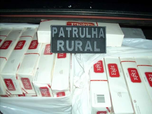 Cigarro era transportado em Passat e foi apreendido em Brasilândia. (Foto: Divulgação)