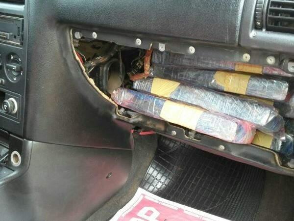 Maconha encontrada em painel de carro parado na BR-463 (Foto: Divulgação/PRF)