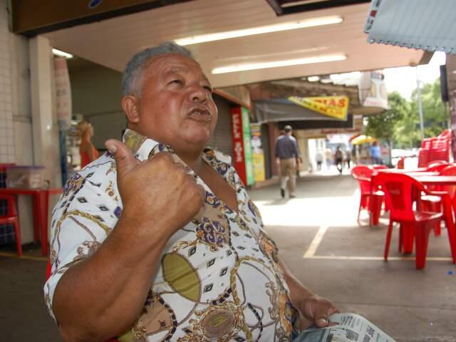 Comerciante questiona segurança em plena avenida Afonso Pena. (Foto: Paula Maciulevicius)