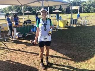 A douradense Maira Brun, campeã geral no feminino do Trail Run disse que a foi uma delícia (Foto: Divulgação/Assessoria)