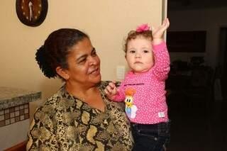 Rosa trabalha há 14 anos na família de Maristela e já acompanhou duas gerações. (Foto: Fernando Antunes)