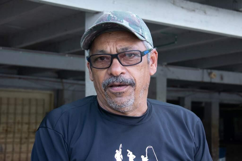 Morador do Rio de Janeiro, Valcenir é um dos personagens provisórios da BR-262. (Foto: Kisie Ainoã)
