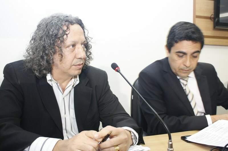 Secretários Wanderley Ben Hur e Gustavo Freire sendo questionados na Câmara (Foto: Marcos Ermínio)