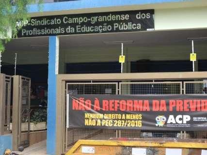 Professores de 21 municípios de MS recebem abaixo do piso nacional