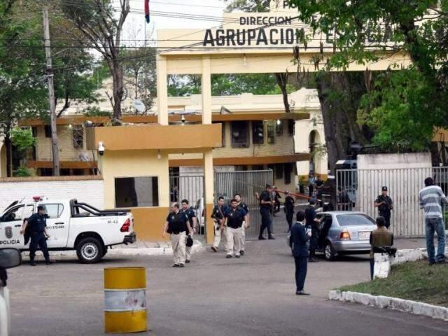Movimentação no quartel de grupo de elite onde Pavão está preso, em Assunção (Foto: ABC Color)