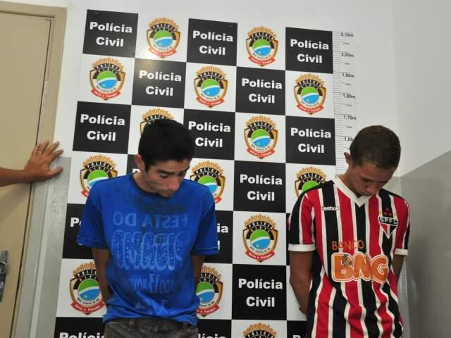 Os dois são acusados de cometerem 15 assaltos no bairro Tijuca. (Foto: João Garrigó)
