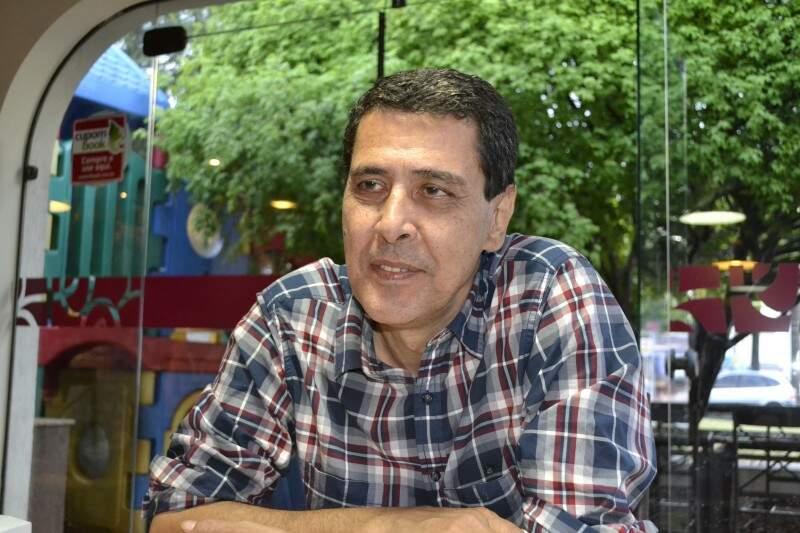 """""""Me surpreendi completamente. Eu nunca entendi a razão da popularidade"""", diz o compositor Geraldo Roca. (Foto: Simão Nogueira)"""