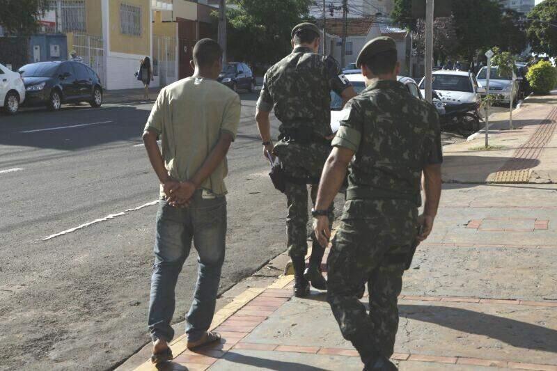 Militar foi levado pelo Exército. (Foto: Cleber Gellio)