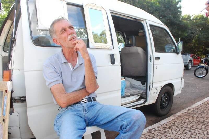 Renato afirma que só este ano teve que arrumar o veículo três vezes. (Foto: Marcos Ermínio)