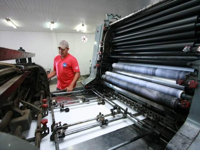 Ex-servente de pedreiro, Leão é impressor líder na indústria Pais & Filhos.