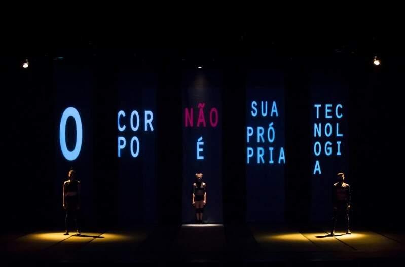 Iluminação usada no espetáculo Fluzz, da Cia Dançurbana.