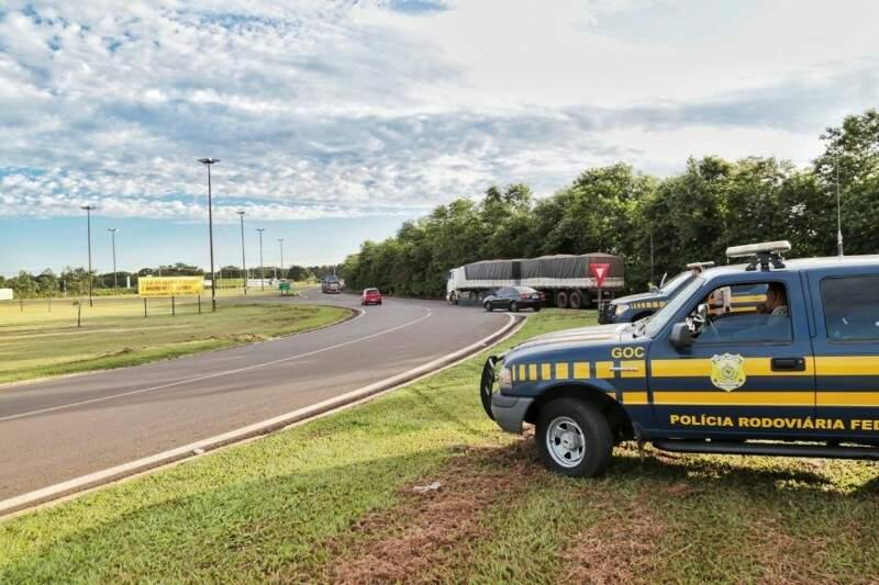 PRF está no local, mas há poucos representantes dos caminhoneiros. (Foto: Fernando Antunes)