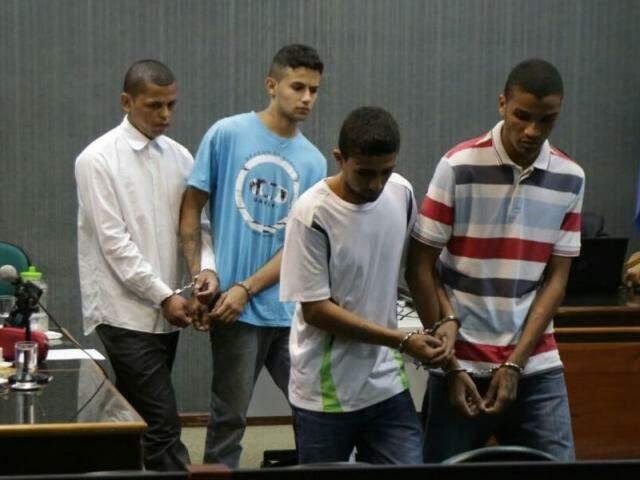 Lucas Carmona (camisa branca) é o primeiro da esquerda para direita na imagem. (Foto: Fernando Antunes)