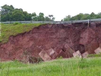 Desmoronamento afeta único acesso pavimentado a município de MS