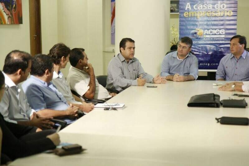 Reunião contou com secretário de saúde de Campo Grande  (Foto: Cleber Gellio)