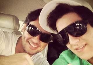 Gutão e Luan Santana em jatinho do cantor.