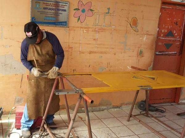 Funcionários trabalham nesta manhã nas reformas dos estragos (Foto: Divulgação/Prefeitura)