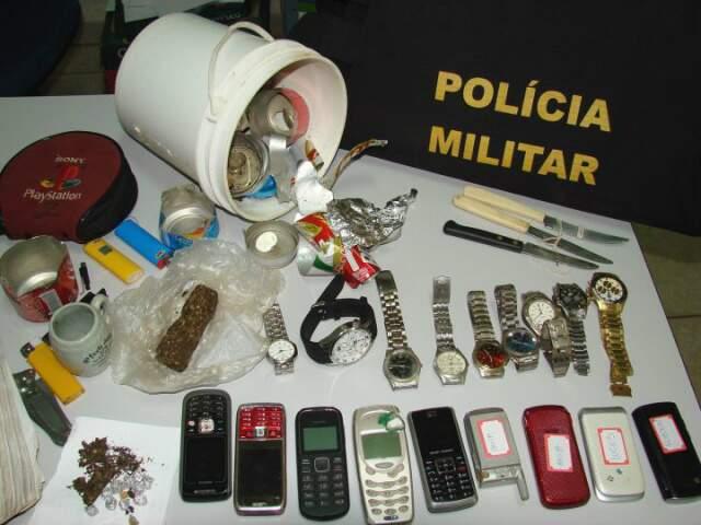 Segundo PM, celulares e relógios eram deixados em boca-de-fumo como garantia. (Foto: Vilson Nascimento)