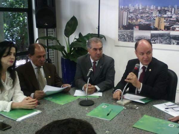 Governador do Estado, Reinaldo Azambuja (PSDB), se reuniu com deputados estaduais nesta terça-feira (5). (Foto: Leonardo Rocha)