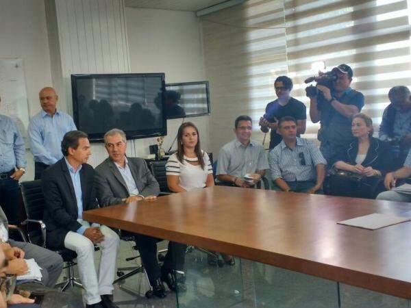 Reunião entre Marquinhos e Reinaldo também contou com a participação de secretários (Foto: Mayara Bueno)