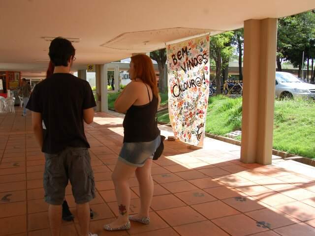 Dentro da instituição movimentação era discreta. A recepção tem apelo cultural. (Foto: Paula Maciulevicius)