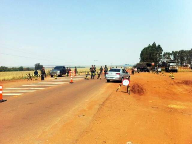 Militares bloqueiam estradas no fim de semana em todo Estado. (Foto: Divulgação)