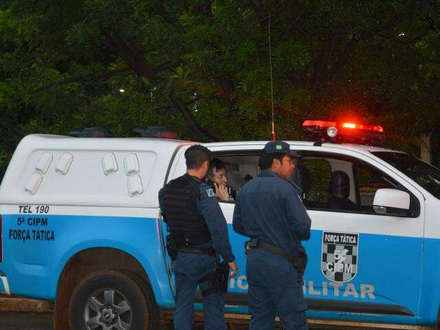 Ricardo Hyun Su Moon dentro de viatura, no dia do crime. (Foto: Simão Nogueira/ Arquivo)