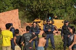 Uma casa de alvenaria construída irregularmente no local foi derrubada. (Foto: Edivaldo Cabral)