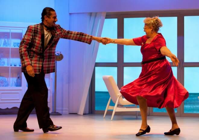 """Turnê da peça """"Seis aulas de dança em seis semanas"""" chega a Campo Grande"""
