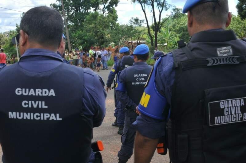 Guarda Civil Municipal está no local. (Foto: Alcides Neto)