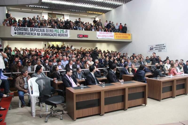 Dezenas de produtores rurais participaram a reunião. (Foto: Fernando Antunes)