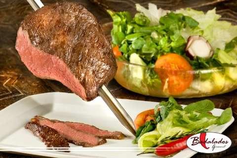 Restaurante com peixada completa aos domingos é atração na Zahran