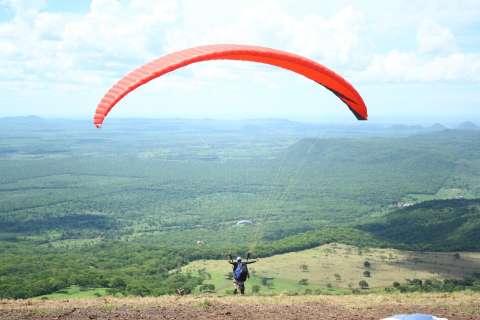 Depois de 2 dias no céu de Corumbá, campeões do voo livre são premiados