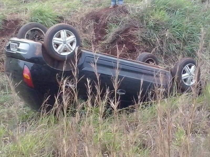 Após atropelar indígena, o motorista perdeu o controle do veículo que saiu fora da pista. (Foto: Laércio Barros)