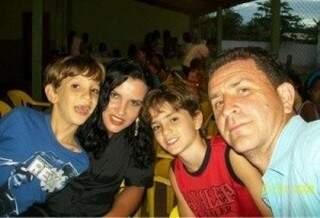Família morreu em acidente na BR-163, em Rio Verde. (Foto: Ângela Bezerra).