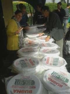 Após distribuição de pizzas, vereadores decidem ajudar professores em greve
