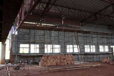 Bernal recebe R$ 432 milhões e mantêm 18 obras paradas na Capital