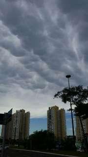 Nuvens encobrem o sol e Inmet alerta para chuva forte no Estado