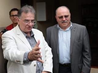 Secretário de saúde, Nelson Tavares (à esquerda), e ministro Sérgio Etchgoyen (à direita). (Foto: Fernando Antunes)