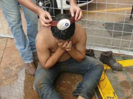 Adolescente passa mal após beber gasolina em trote de universitários