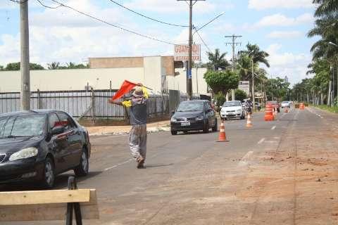 Após quase uma década, prefeitura inicia obra para acabar com erosão