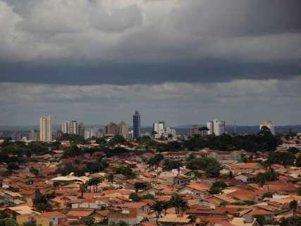 Virada de ano tem 80% de chance de ser sob chuva em Campo Grande